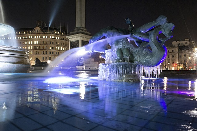 london_ice_trafalgar_square_fountain.jpg