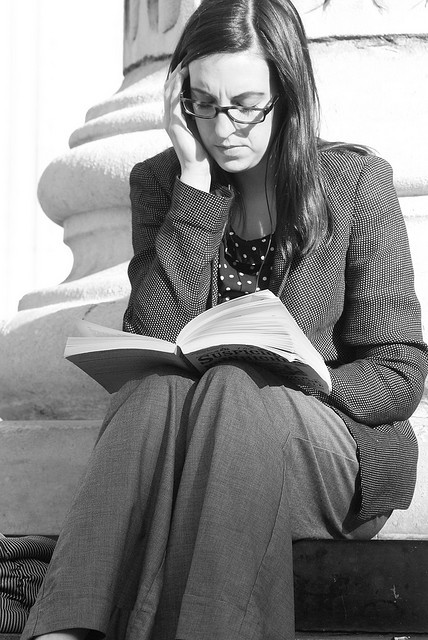 Reading on the steps of St Paul's by Pete Van Vleet