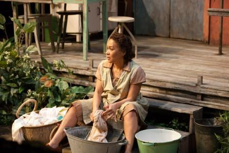 Theatre Review: Moon On A Rainbow Shawl @ National Theatre