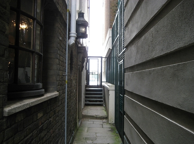 Pelican Stairs passage, looking towards the river