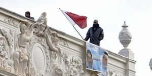 In Pictures: Protest On The Bahrain Embassy Roof