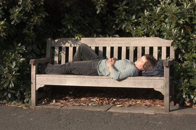 Bench snoozing, by Zefrog
