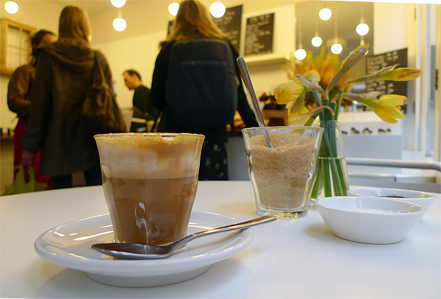 London Blend: Damson Cafe, St Giles