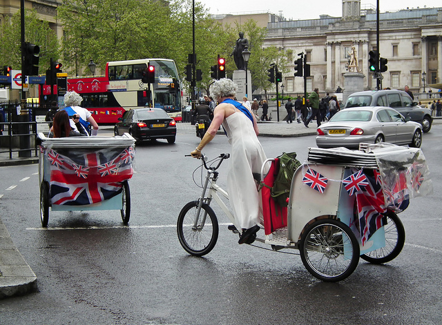 Drag Queens in Trafalgar Square, by kenjonbro