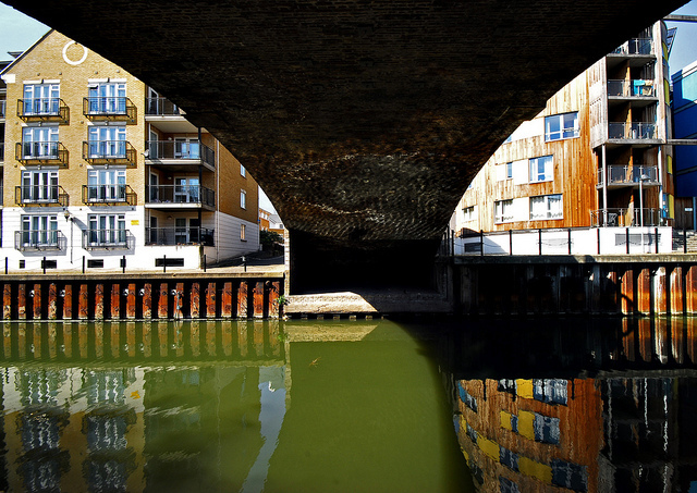 Limehouse Cut, by richwat2011