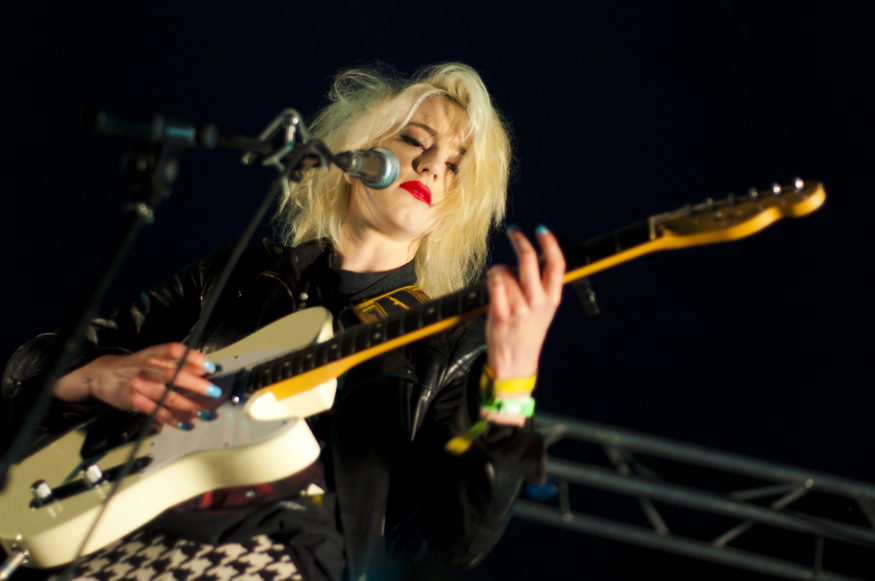 Beth Jeans Houghton plays to a soggy Applecart Festival in Victoria Park, east London (2012)