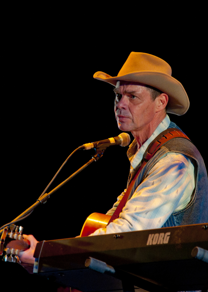 American comedian and TV star Rich Hall plays to a soggy Applecart festival in east London's Victoria Park