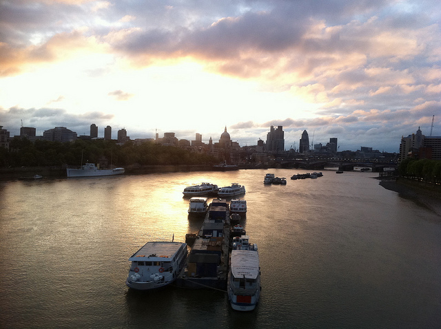Dawn over the Thames, by D1v1D