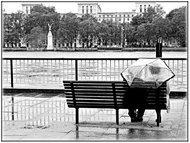 Les amoureux des bancs publics by la Bragarde