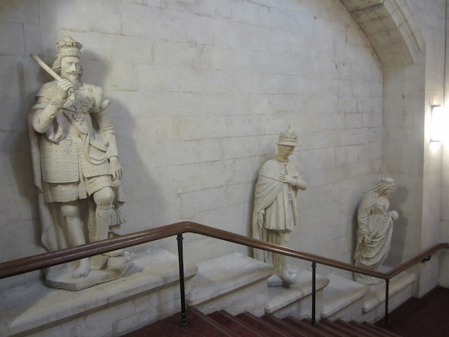 Oddball Royal Statues At The Guildhall