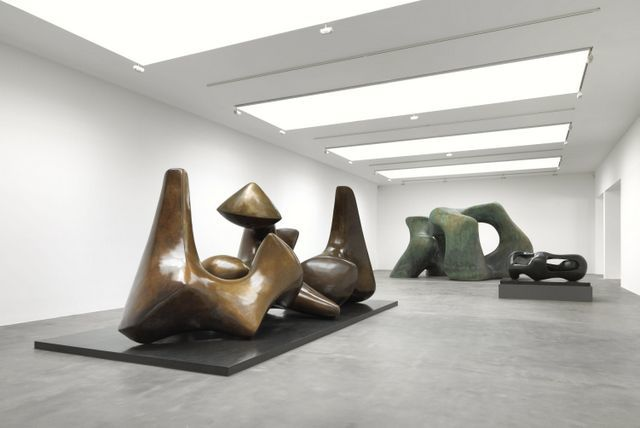 Three Piece Sculpture: Vertebrae, Large Two Forms 1966 and Reclining Connected Forms. Photo: Mike Bruce. Courtesy of Gagosian Gallery