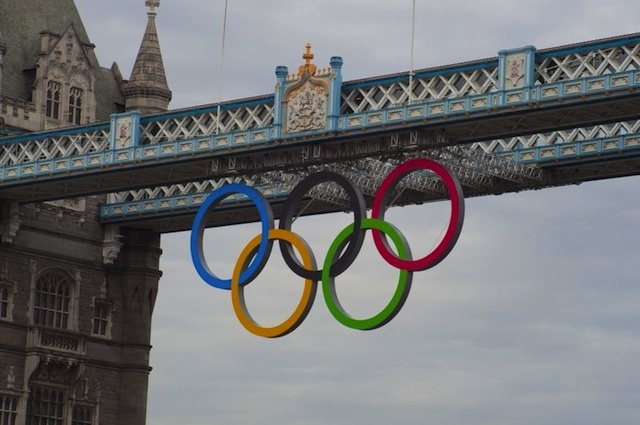 Gallery: Light Show Welcomes Olympic Rings to Tower Bridge
