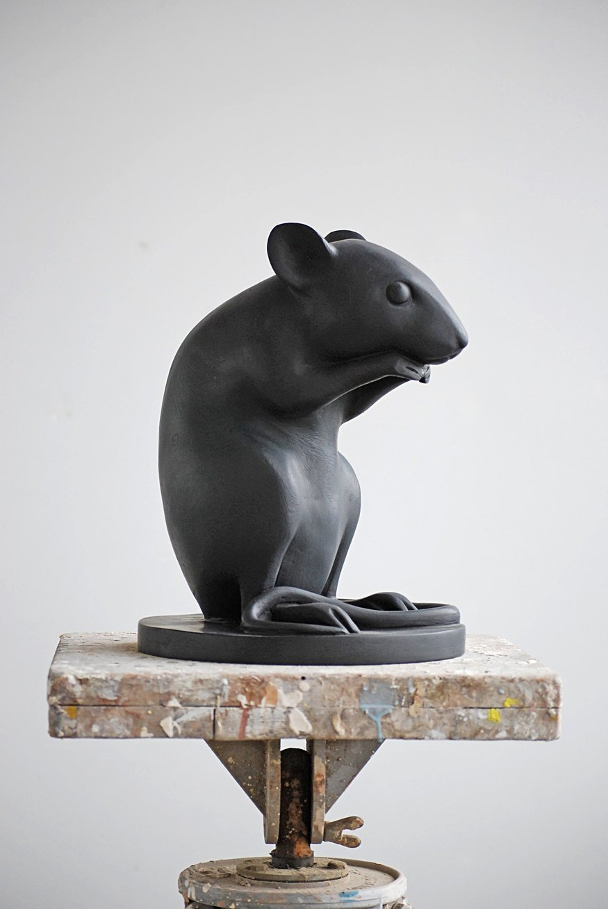 Kenny Hunter  Monument to a Mouse  Acrylic resin  34 x 24 x 24 cm  Courtesy of the artist  ?? Studio Kenny Hunter