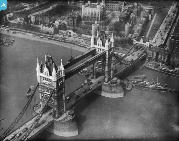 Tower Bridge and the Tower of London, London, 1921