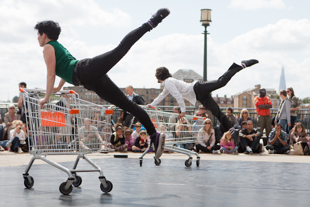 Shopping trolleys fell in love thanks to C-12 Dance Theatre on Canary Riverside