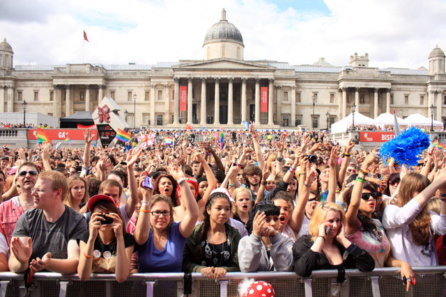 Trafalgar Square crowds by Zefrog