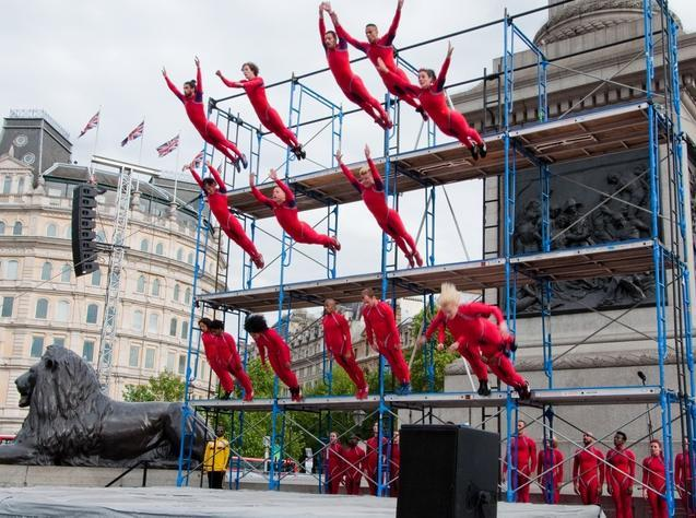 Performers creating a Human Fountain in Trafalgar Square / photo by nolionsinengland