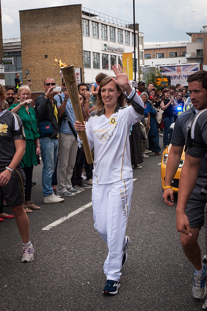 The torch makes its way down Kingsland Road / photo by bart613
