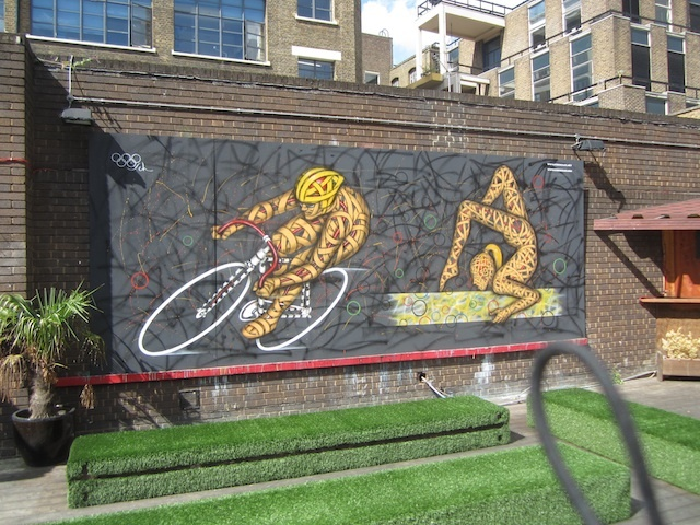 Otto Schade illustrates the Olympics in Spitalfields. Photo by M@.