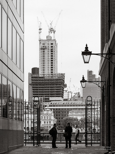 The Walkie Talkie seen from Hays Lane, by cybertect