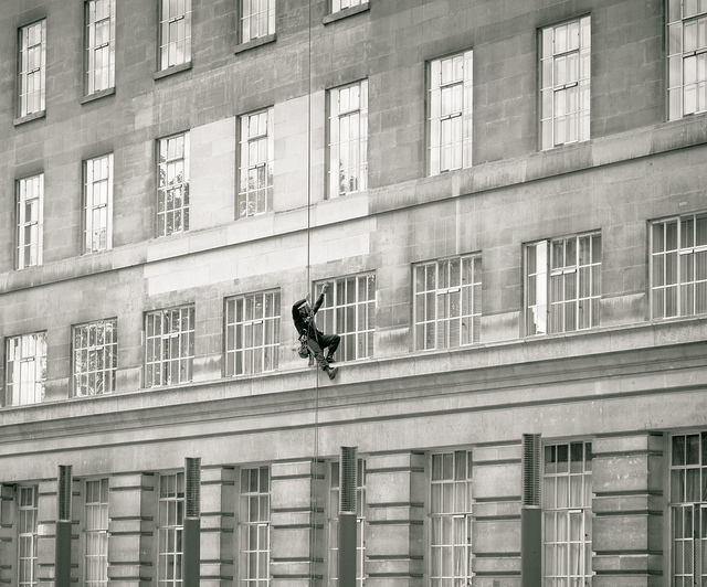 Abseiler in action, by Jan Bode