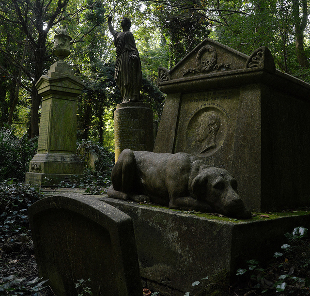 Dog statue in Highgate Cemetery, by Stephen Iliffe