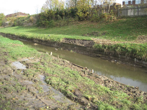 The path remains closed for a few more weeks while Thames Water undertake urgent bank repairs - without water in the canal, some banks collapsed.