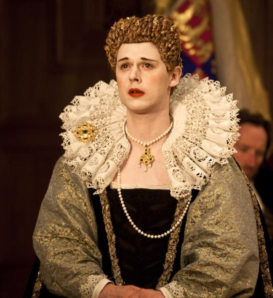 Samuel Barnett as Queen Elizabeth / photo by Simon Annand
