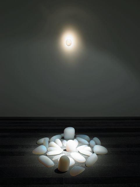 Mariko Mori  Primal Memory, 2004  Lucite, 25 x 126.8 x 129.6 cm  Mariko Mori Studio Inc.  ?? Mariko Mori   Photo: Richard Learoyd