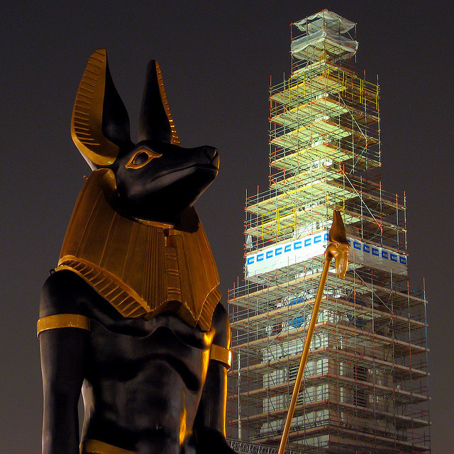 40ft Anubis in Trafalgar Square in 2007 for the Tutankamun exhibition. Should have put him in the fourth plinth. Photo by Simon Crubellier.