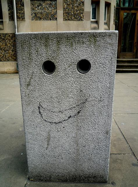 Happy bollard in Southwark, by BLTP Photo