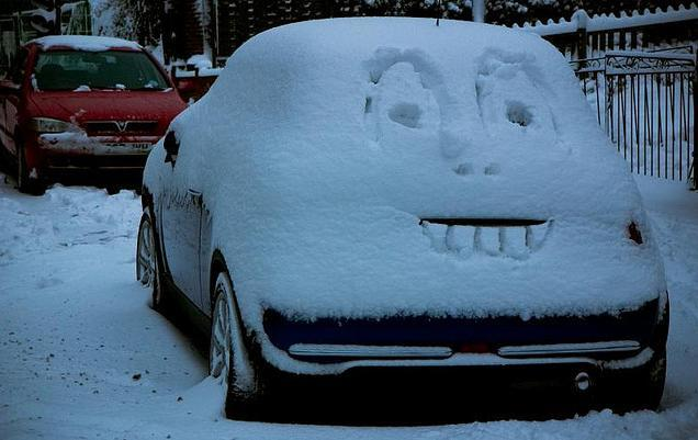 Happy snowy car, by -Ronski-