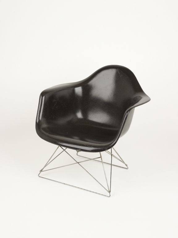 LAR Armchair designed by Charles Eames, 1948. Image courtesy Design Museum.