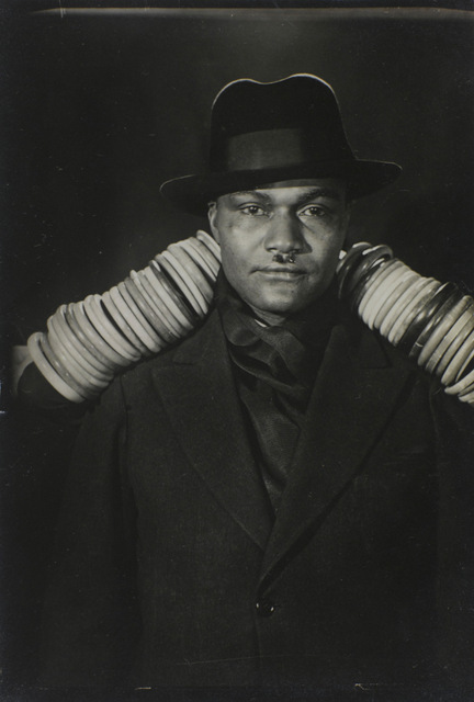 Henry Crowder, 1928 by Man Ray Collection du Centre Pompidou, Mnam/Cci, Paris, AM 1994-394 (463) © Man Ray Trust / ADAGP, Paris © Centre Pompidou, MNAM-CCI, Dist. RMN / image Centre Pompidou, MNAM-CCI