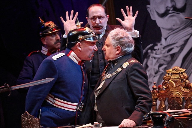 Theatre Review: The Captain of Köpenick @ National Theatre