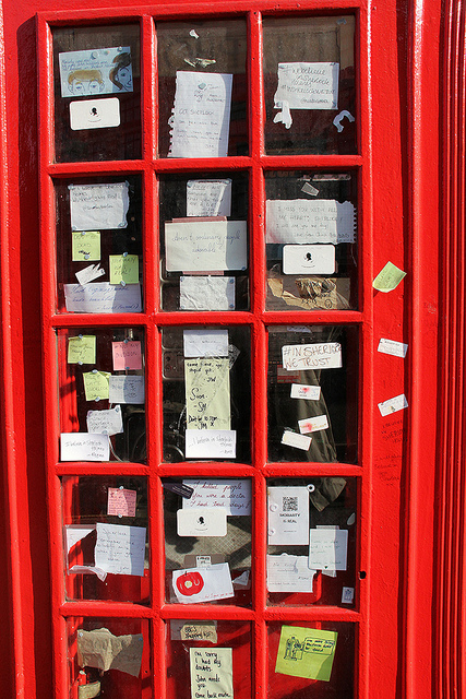 The Sherlock kiosk outside Barts by L'habitant