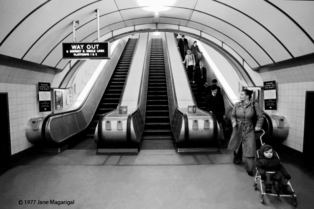 lu3escalatorbabycarriagea.jpg