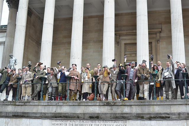 Big group photo on the steps of UCL before the start.