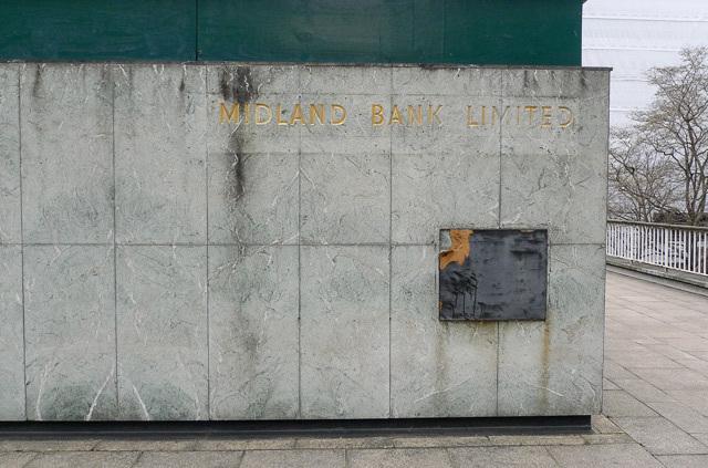 Former Midland bank and (presumably) ATM, St Alphage Highwalk