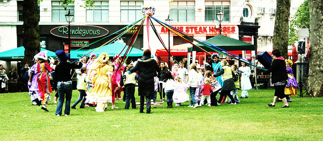 Maypole dancers by Stephskimo