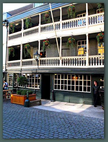 The George Inn, Borough High Street - renovated. Photo by L'habitant