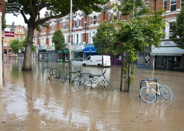 Photo of Herne Hill flood by Andy Thornley