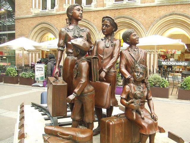 Jewish Children Statue at Liverpool Street Station by Matt From London