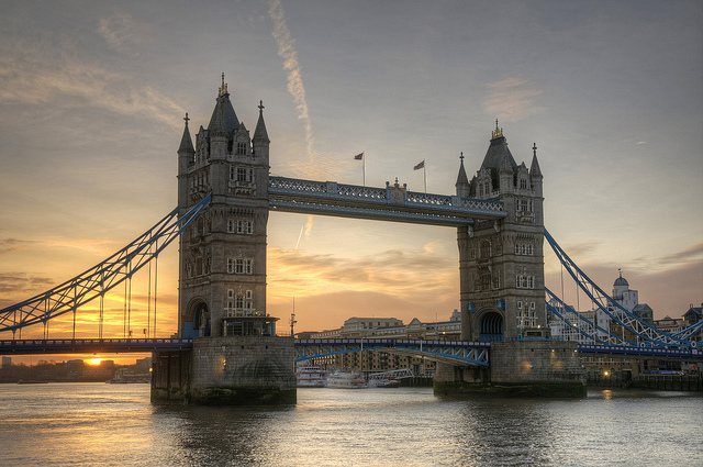 End of year sunrise at Tower Bridge (with no traffic) by mattomatto