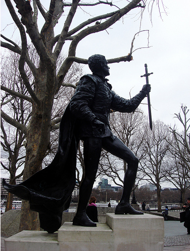 South Bank Walk - Laurence Olivier Statue by Clara Ungaretti