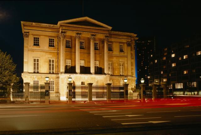 floodlit_apsley_house