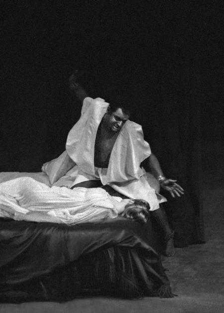 Laurence Olivier and Maggie Smith in Othello, 1964 / photo by Chris Arthur