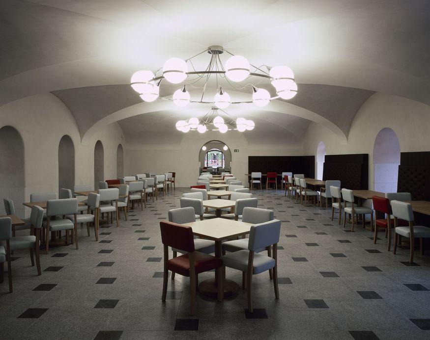 The new Djanogly café - Courtesy Caruso St John and Tate (c) Hélène Binet