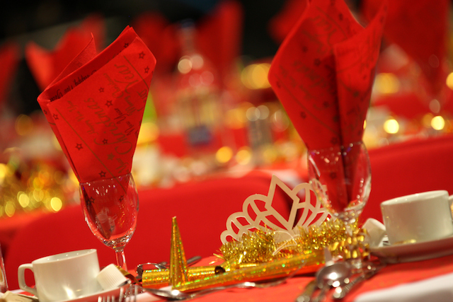 christmas-table-setting.jpg