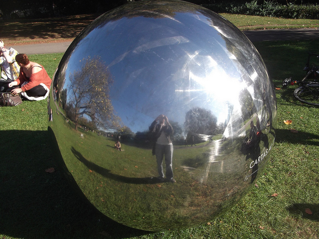This polished sphere, Cartas al Cielo by Alicia Framis, appeared in Regent's Park around the time of the Frieze Art Fair in 2011. Photo by (and including) M@.